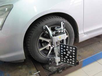 element urządzenia do ustawiania geometrii zawieszenia na kole samochodu